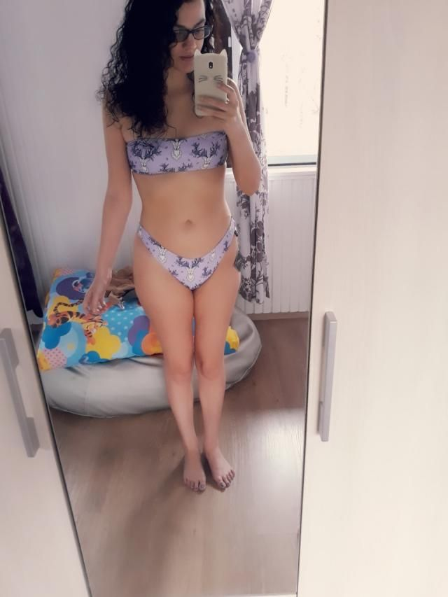 So beautiful, perfect swimsuit ..