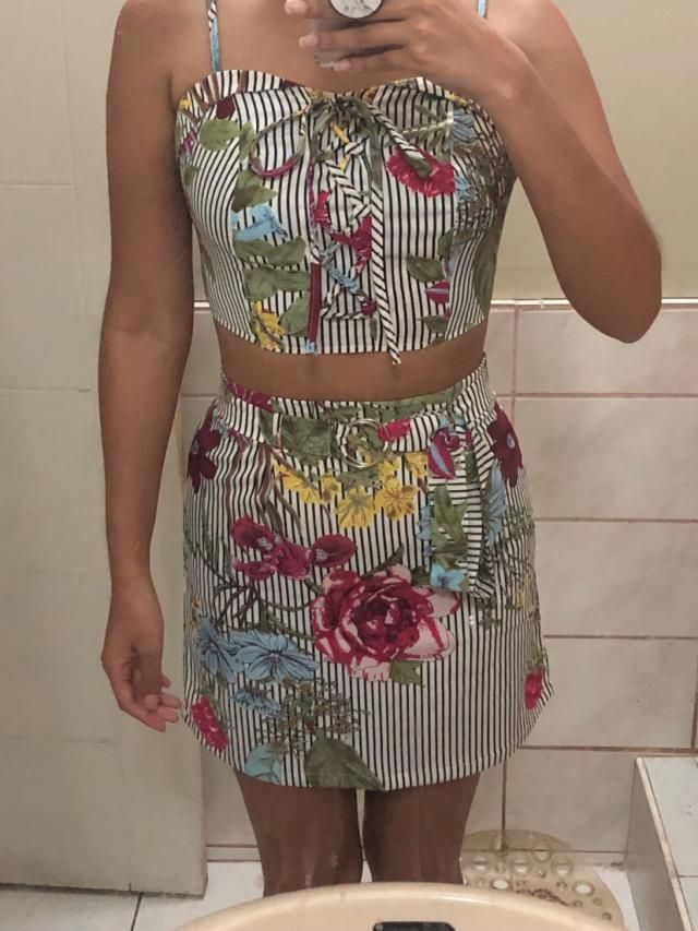 Love this outfit! Looks exaclty like the pictures. The fabric is very nice and fresh. Ordered this on S and fits perfe…