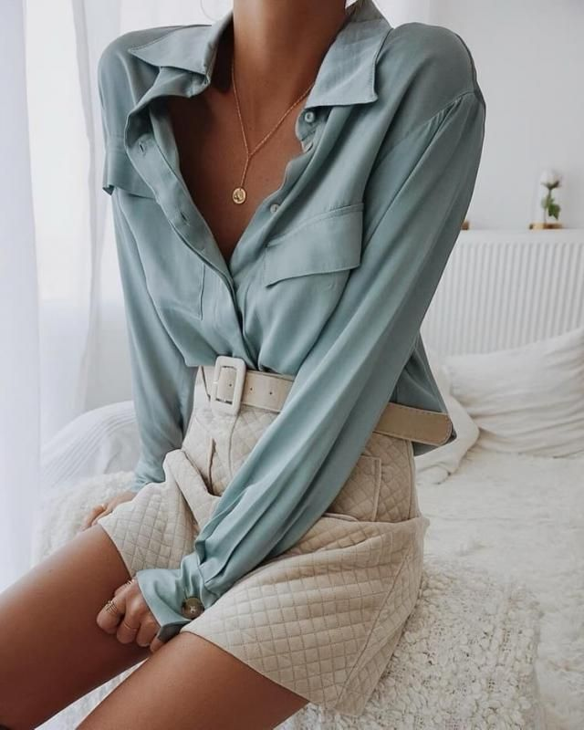 Loose blouses are so comfortable and I love wearing them in spring-summer. They are perfect for work but also for a chi…