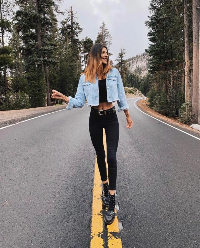 One of my favorite casual laid back outfit is the one that has a denim jacket with skiny jeans and crop top