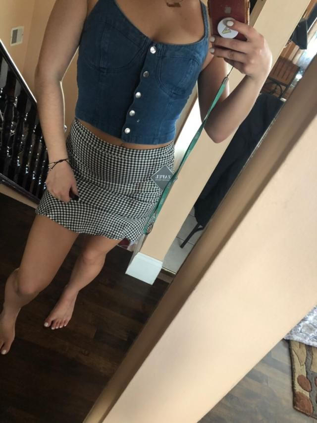 Looks exaclty like the pictures! Looks super cute, I recommend getting 2 sizes up, I usually wear a xs/s and I got a l…