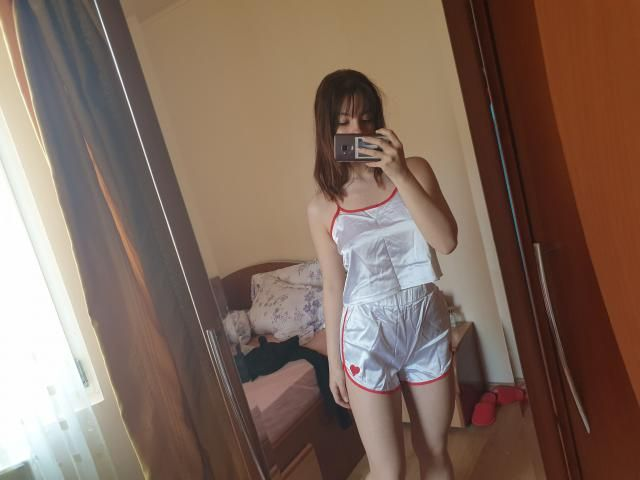 i bought this as a pajama set, but if u plan on wearing this on the street, beware that it looks rlly cheap and the to…
