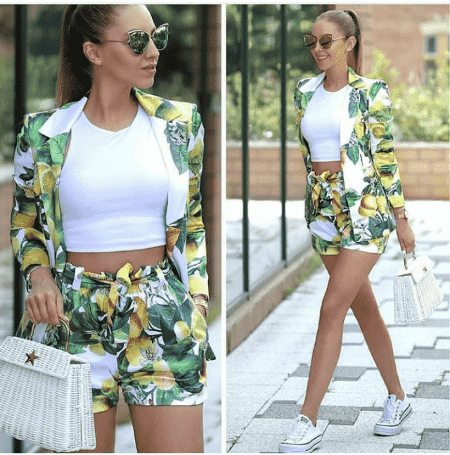 White Top, Green Sunglasses And Sneakers White Nice For This Summer !!