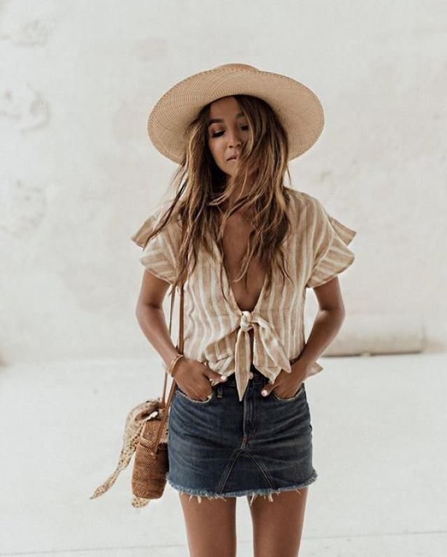 Denim skirt and white blouses, romantic and trendy combinations