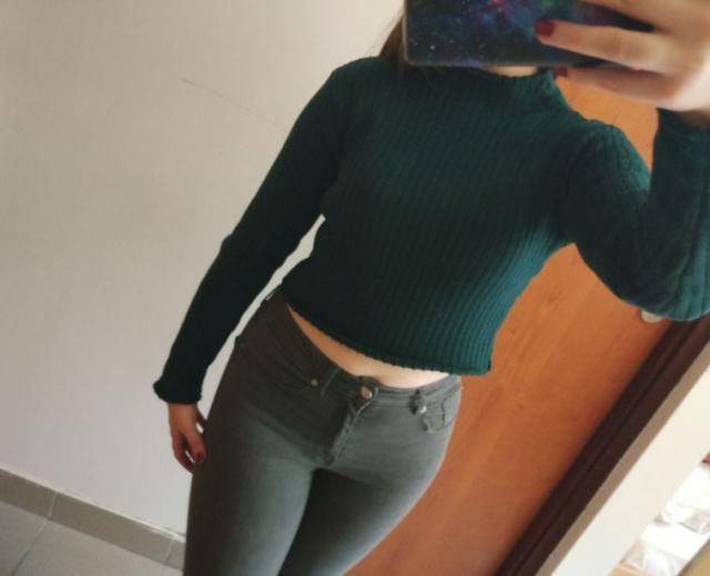 Such a warm and comfy sweater, looks really nice with high waisted jeans. It&;s true to color and size.