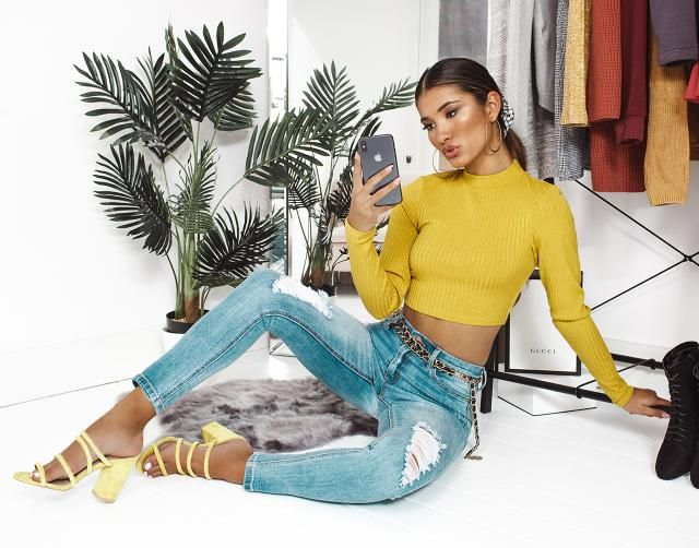 Ripped Raw Hem Jeans  Top ripped  jeans and yellow crop sweater. Come to Zaful, BUY HERE! Beautiful clothing of all d…