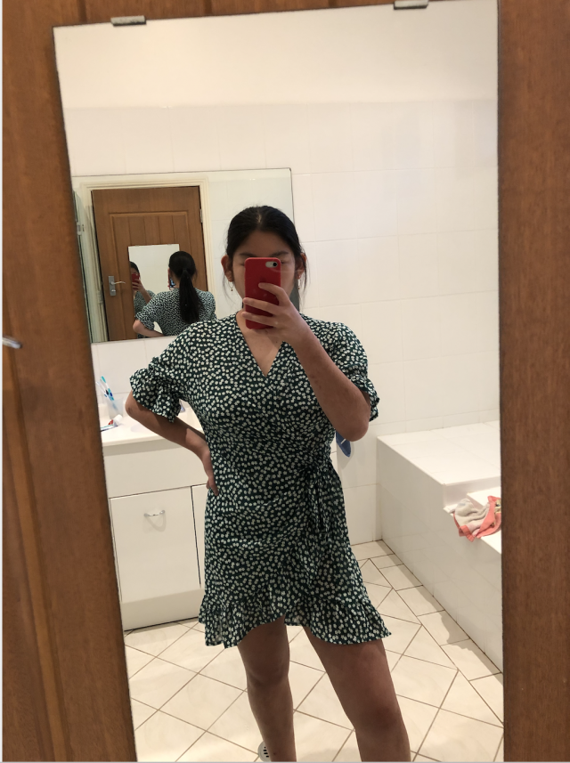 I love this dress a lot! The fabric is perfect for summer! It took me a while to figure up how to try the dress but it…
