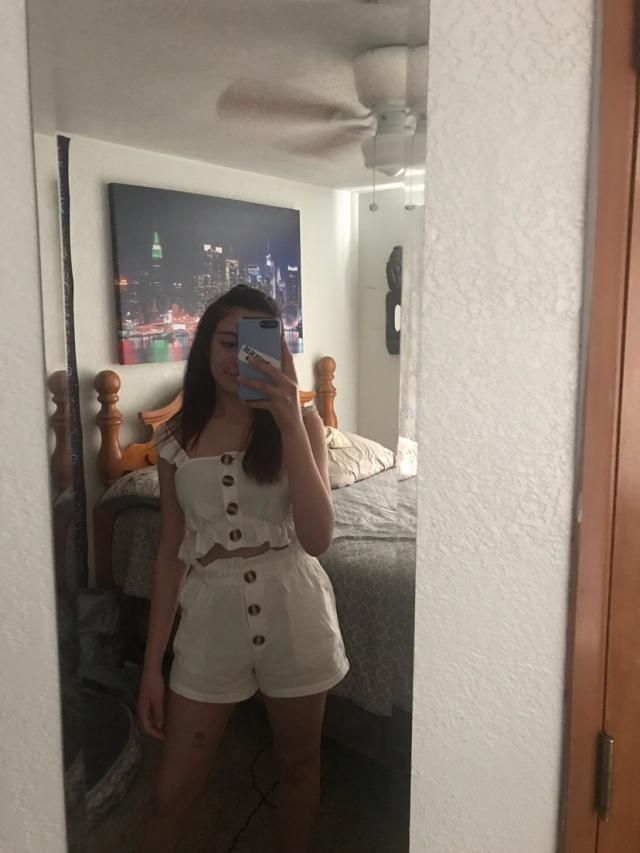 I got a small I'm 5'5 and 125 pounds. The shorts are kind of long and I don't really like the ruffles on the very bott…