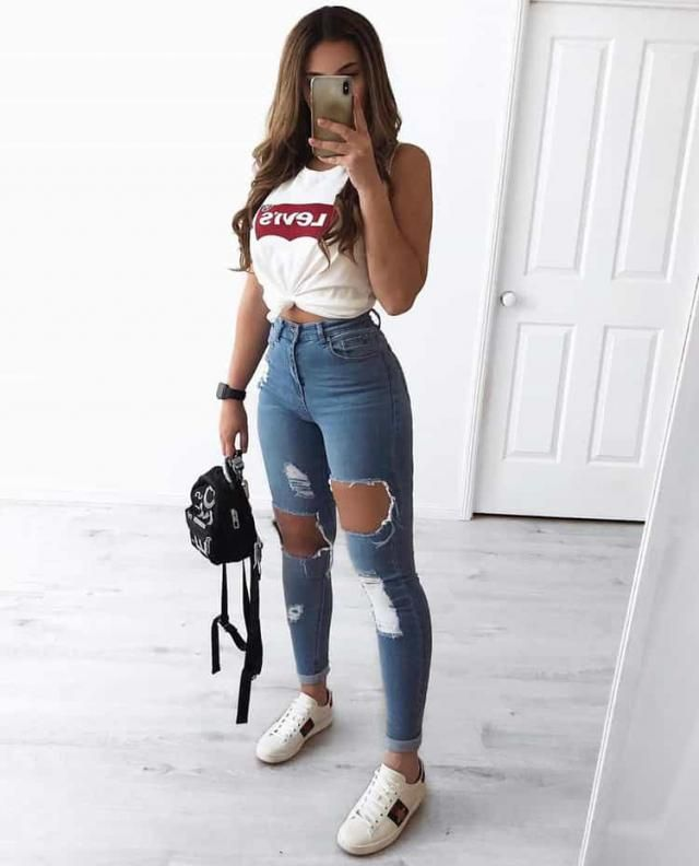 For a cool and sexy street baddie style pair a white t-shirt and ripped jeans