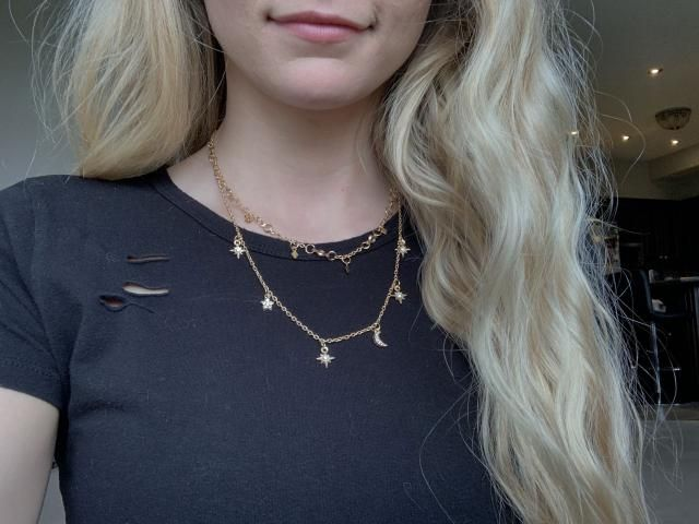 Comes as two separate pieces so you can wear either or both. Gold metal is a nice colour and doesn&;t look cheap. The …