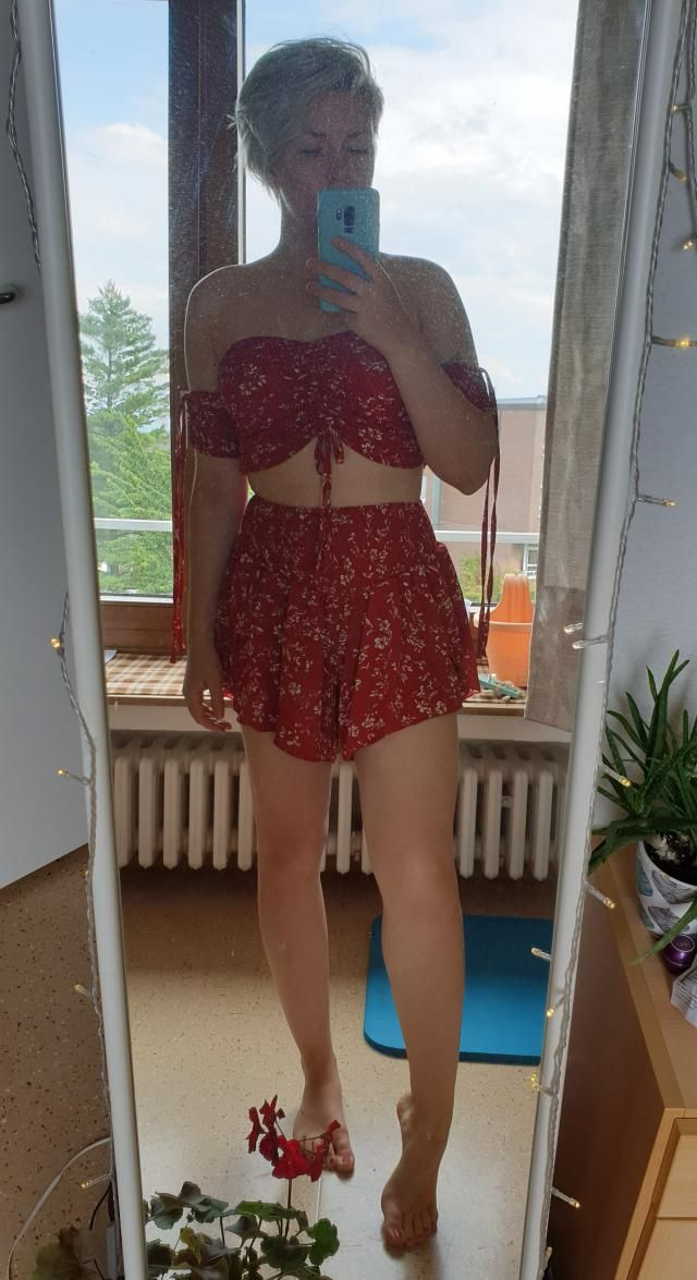 Normally wear M and this one in size M fits me well. The only thing it that the bottoms kinda run a little bit large, …