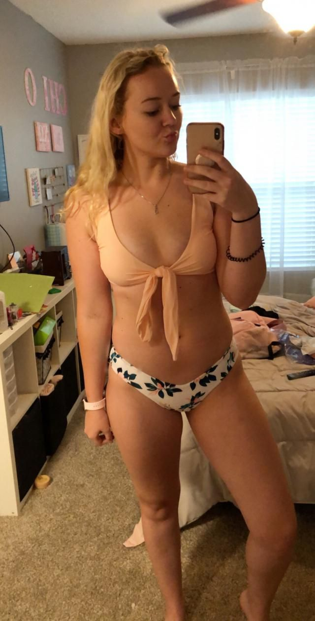 I'm a size 5 in pants. Small in tops. Ordered. Medium. I have a larger bottom so I sized up. The top is fully adjustab…