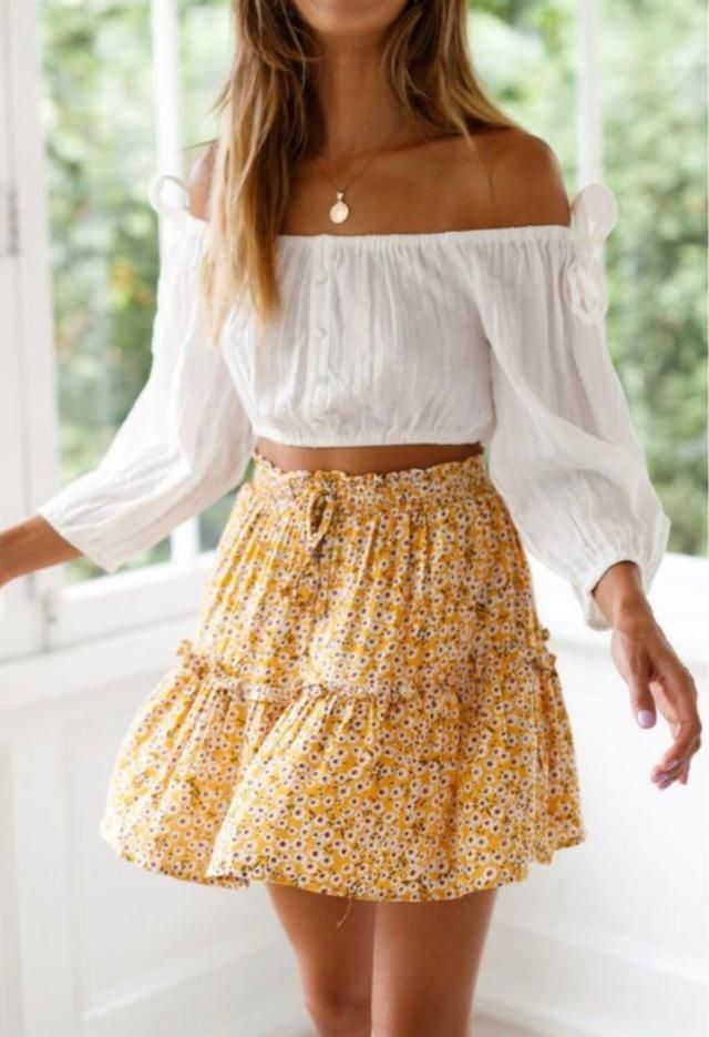 ZAFUL Ditsy Print Ruffle Mini Flare Skirt  A perfect skirt and white blouse.You can find it in ZAFUL. BUY HERE, Excell…