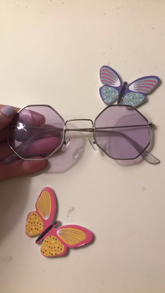 Super cute and I Love it. It Looks exaclty like the pictures I recommend getting these sun glasses