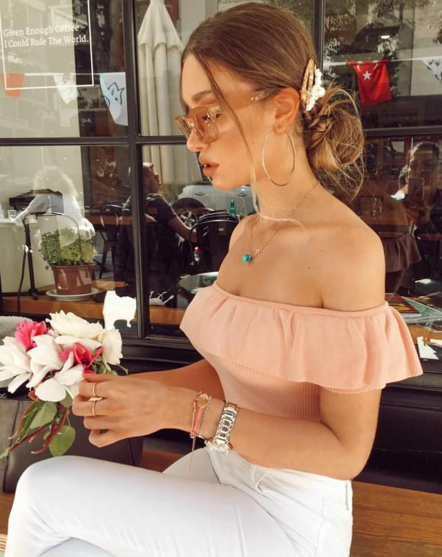 Pair this cute little off shoulder top with a white denim pants for a casual fancy look