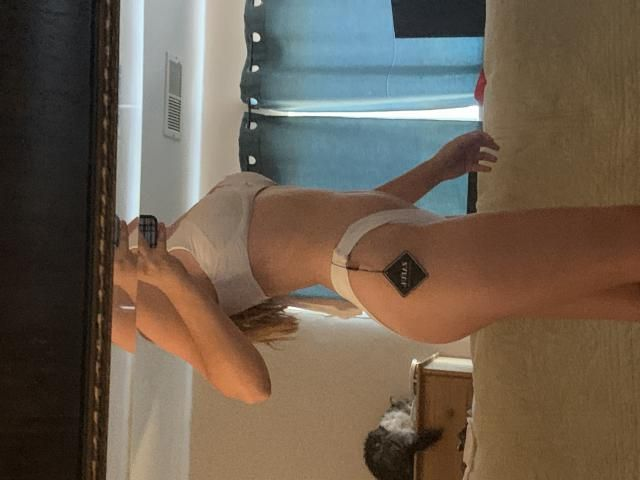 I love this bikini sm it's so cute but the bottoms are really cheeky so I bought another pair of white bottoms that ar…