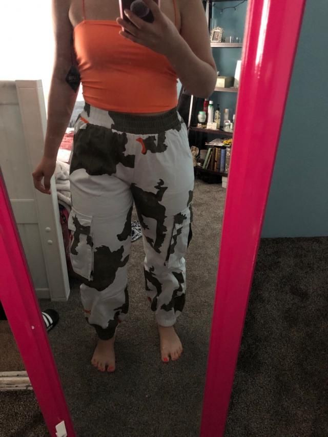Wish I had gotten a larger size for more bagginess around the crotch area but still cute. I wear waist 27 pants