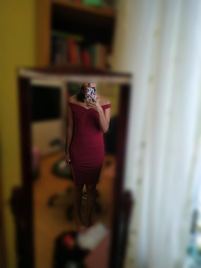 Great material and I really love this dress!