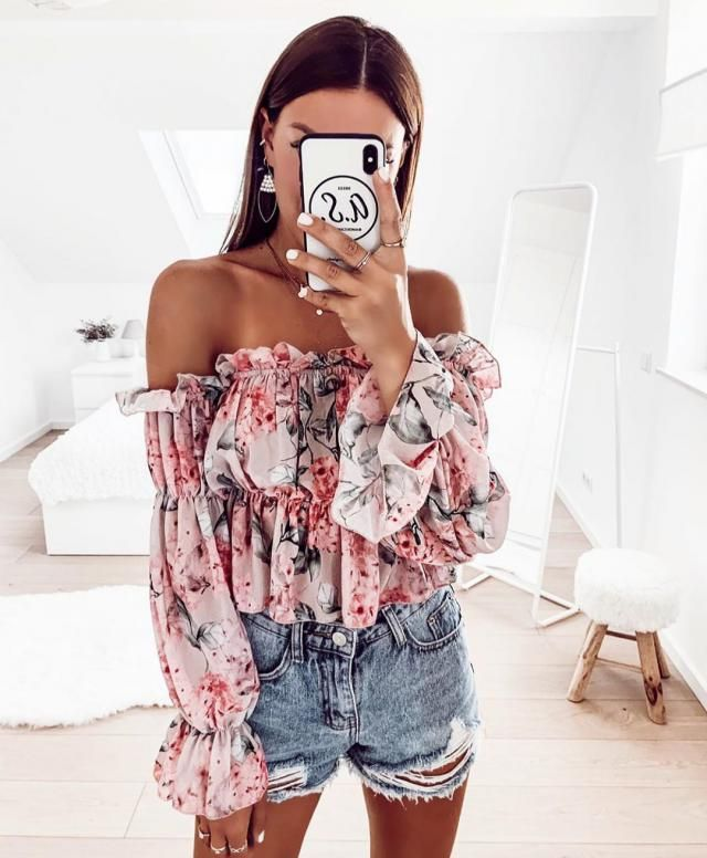 Casual chic look for a day out with friends
