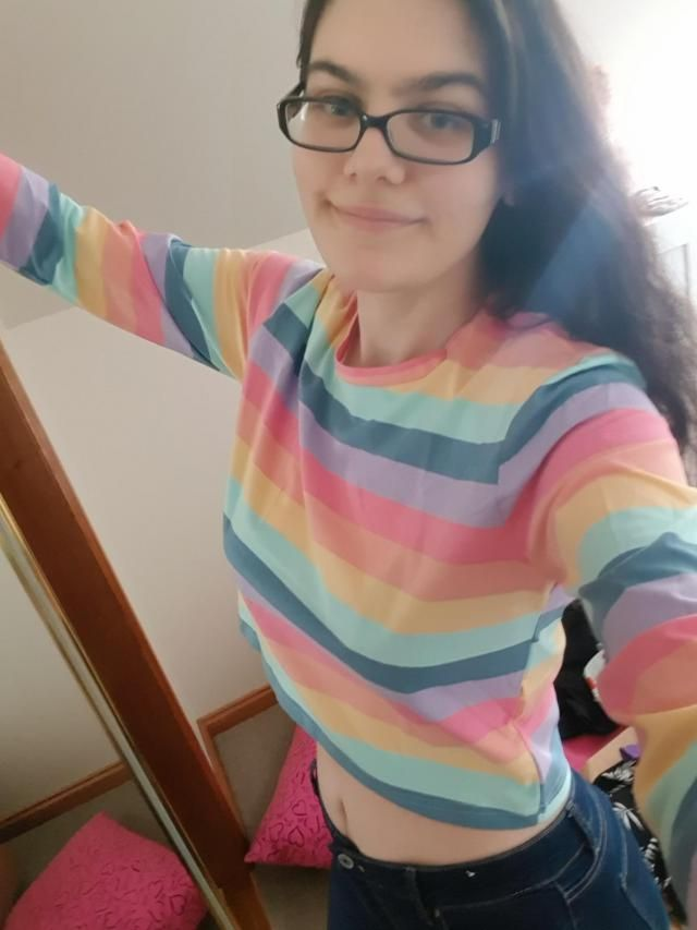 Wasn't expecting it to be cropped but it's fine. I am really happy to have something rainbow and pastel in my wardrobe…