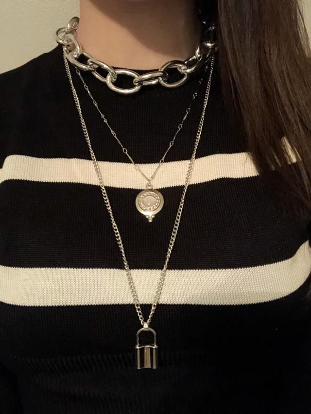 Exactly what I wanted, I will be taking off the middle necklace and replacing it with a different necklace of my choic…