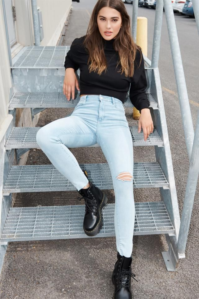 Ripped Light Wash Skinny Jeans  The perfect  sweater and jeans. Come to Zaful, BUY HERE! Beautiful clothing of all des…