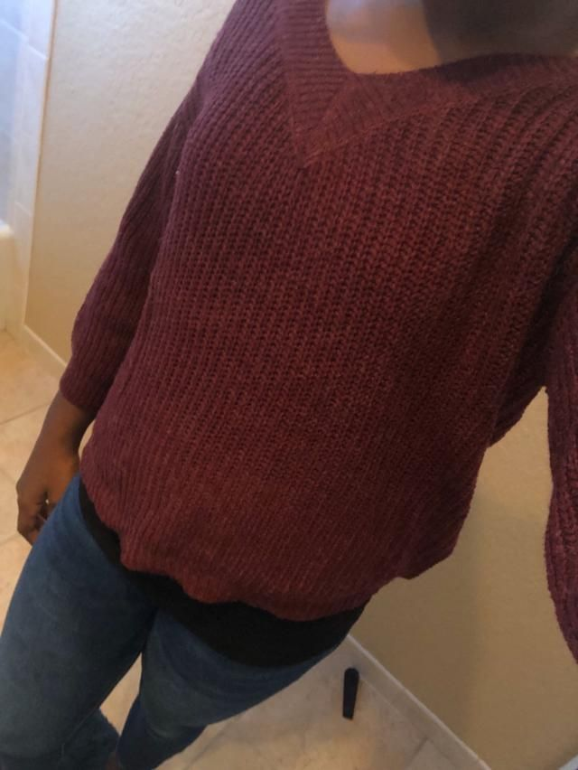 Looks exaclty like the pictures. It's very comfortable and great quality. I love the way it fits. It took 3 weeks to c…