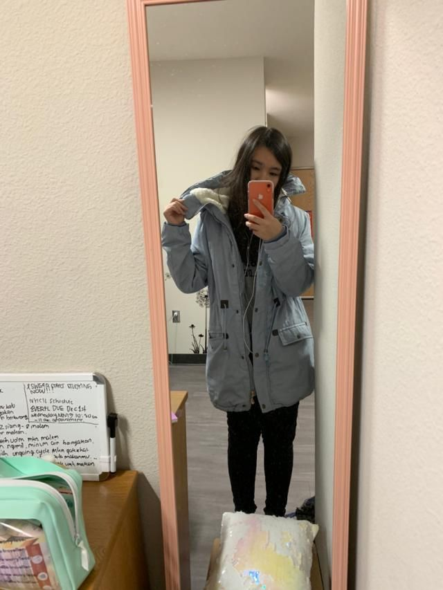 the jacket is so nice, it has very soft fur inside, it suits weather like california but not rlly suited for harsh win…