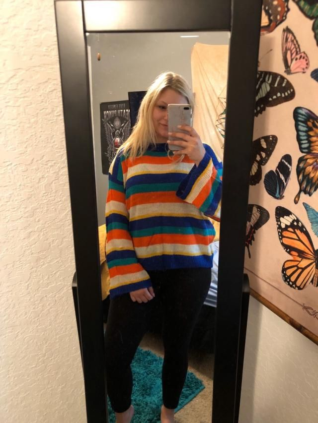 Material was thinner than expected, but still a super trendy and comfortable top! This top is such a retro looking fun…