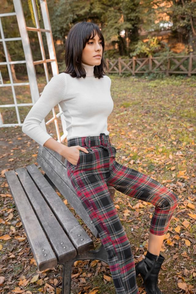 Tapered Plaid High Waisted Pants  A nice v neck turtleneck sweater with plaid pants.BUY HERE! Beautiful dresses and cl…