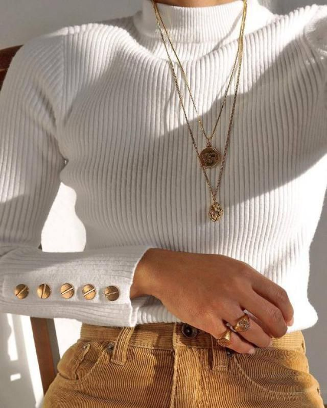 This beautiful high neck sweater its perfect for make fancy any outfit!!