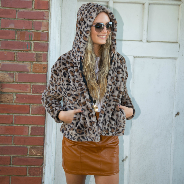 ZAFUL Hooded Leopard Faux Fur Coat  Beautiful leopard print faux fur coat ,only in ZAFUL. BUY HERE! Beautiful clothing…