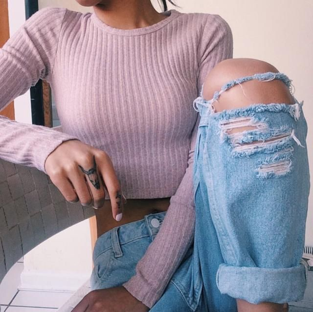 Crew Neck Ribbed Plain Long Sleeve Tee  A perfect cropped t-shirt and jeans.