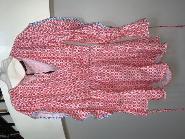 The material is really weird, almost like a flimsy table cloth. The pattern looks extremely cheap, as if it was made w…