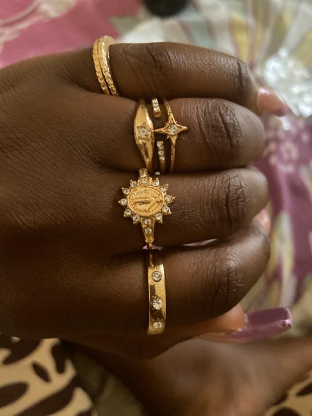 It's really gold. The little finger rings on the picture are big though. Definitely too large for my middle finger, ir…