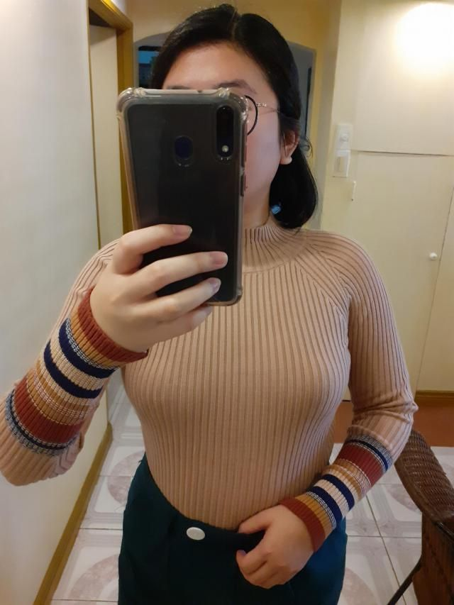 "What I like on all zaful sweaters I bought w/ ""one size"" is that they are strechy and will d…"