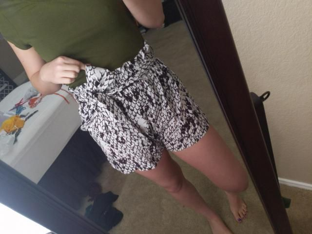 I will admit this is not the most flattering fit on me, but I wanted something comfortable and cute and that is exactl…
