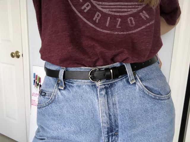 I like this belt a lot I wish it had one more belt hole. Thinner than I expected but still a very nice size.  Definite…