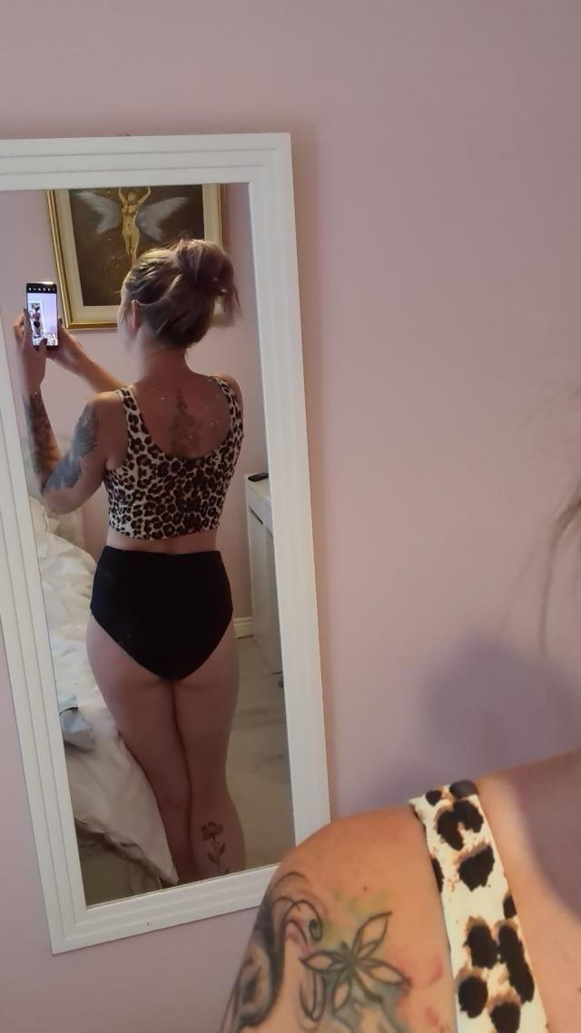 I got a medium, its a little big. I'm a size 8-10 depending. love this bikini though, good quality and really comfy.  …