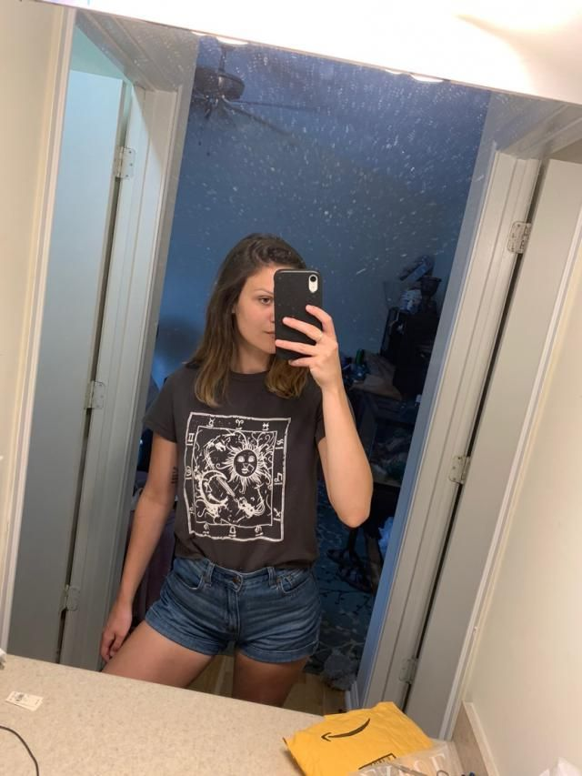 One of the only shirts in my order that weren't super freaking small, it is cropped a little but I am also wearing hig…