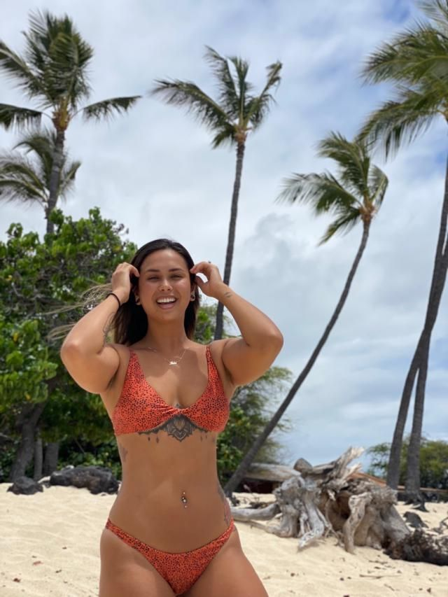I got a Large, I'm 5,5 and 156 lbs. I love this bikini I got it in two colors. This is the orange one and I love it!!!…