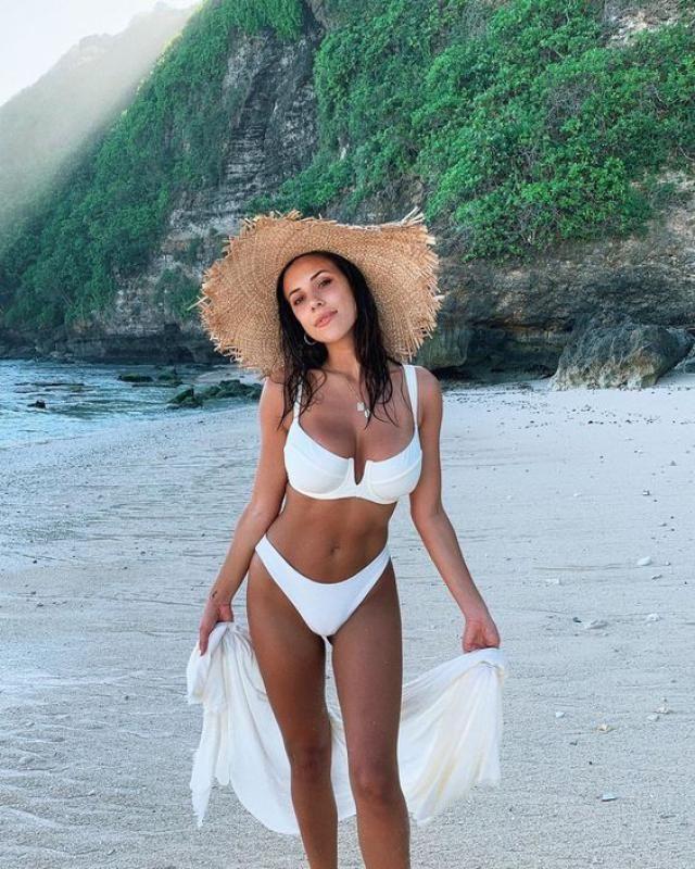 ZAFUL Ribbed Underwire High Leg Bikini Swimsuit A wonderful ribbed underwire bikini set. Buy these gorgeous ribbed bik…