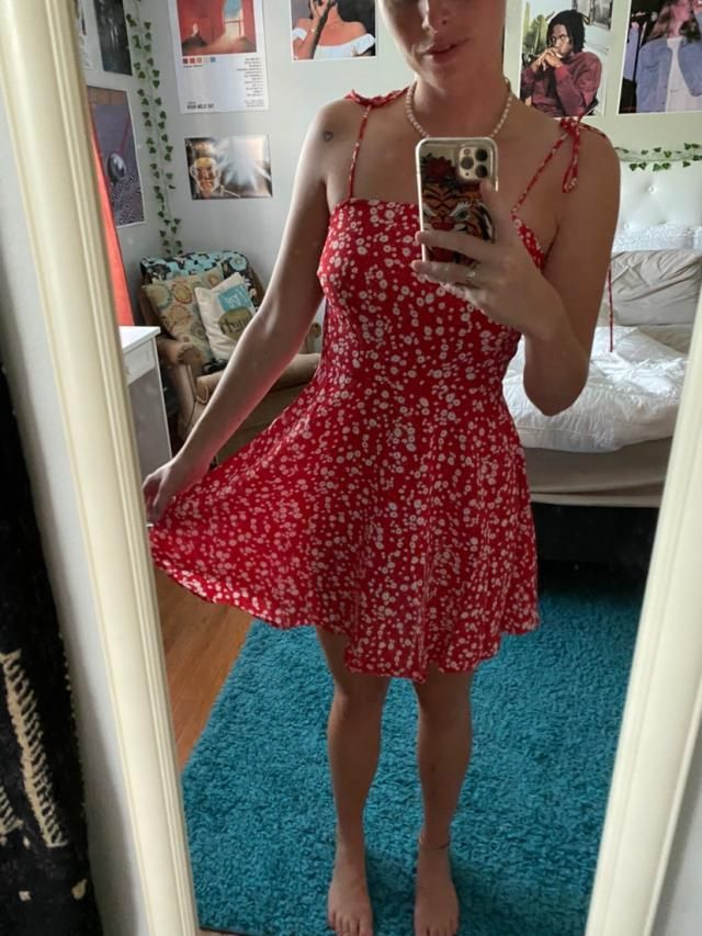 LOVE THIS DRESS. It's super cute and fits perfectly. I got compliments on it right away.
