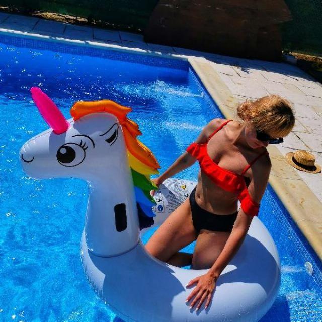 Se potriveste bine, Marimi exacte, super dragute   Ador acesti bikini. Abia astept sa ii port!   Confortabil si dintr-…