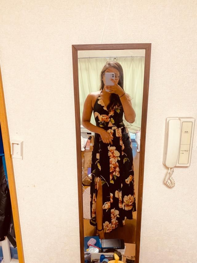 In love with the dress cuz it really fits me well and the material is super comfortable.Looks exaclty like the picture…