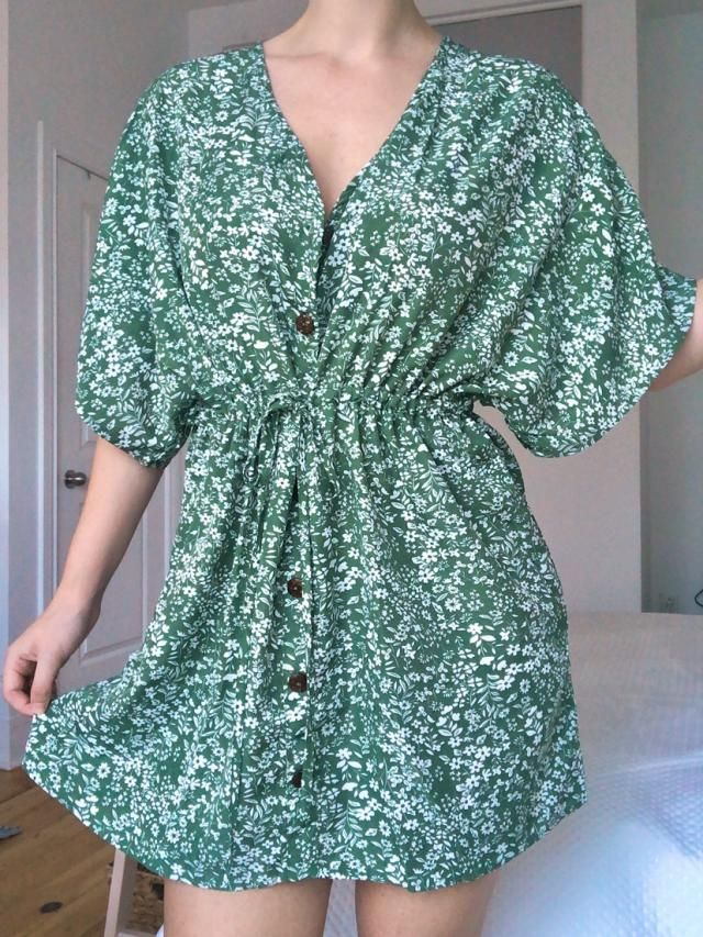 I love this dress it's so flowy and easy to throw on for any occasion