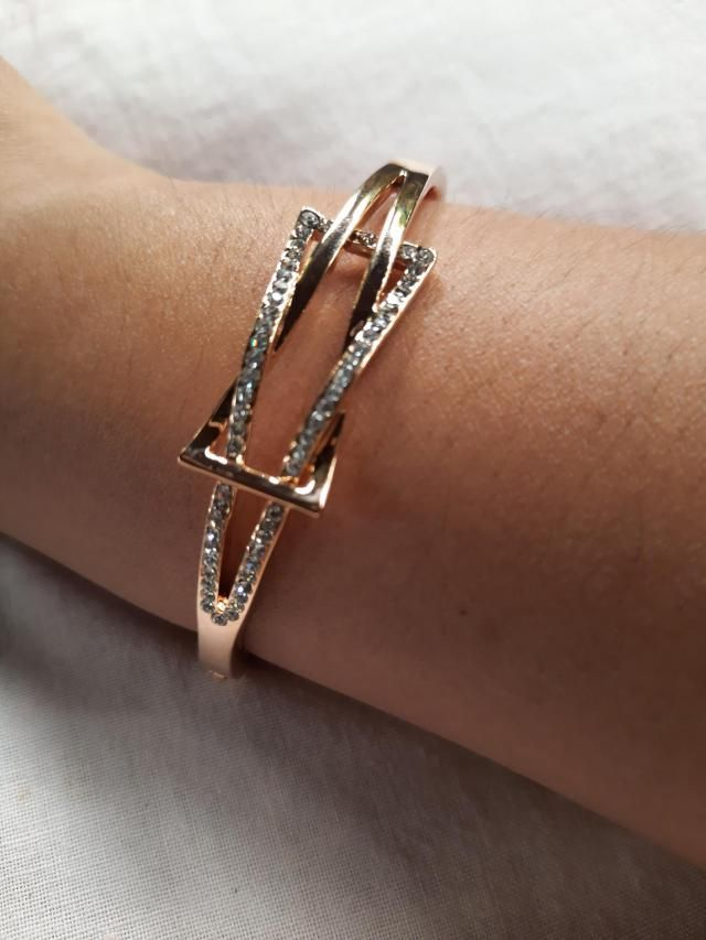 Elegant looking. The lock is a bit challenging at first but besides from that, it's great.Very comfortable to wear, gr…
