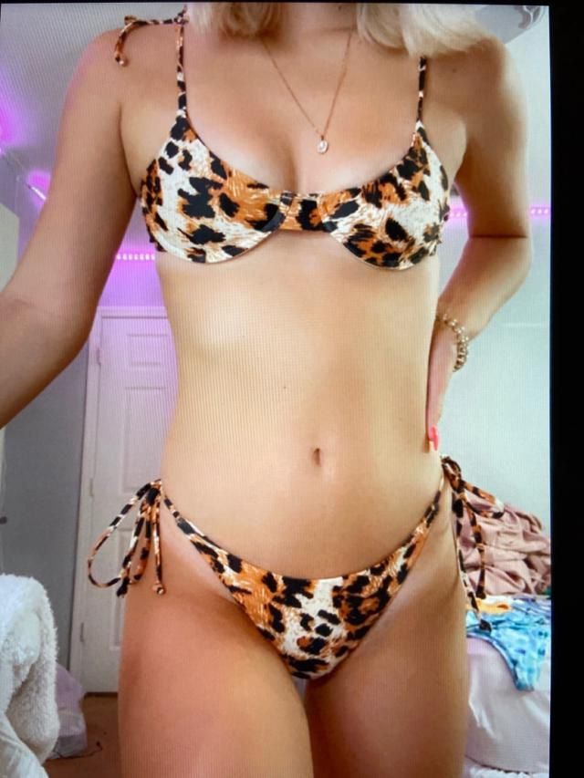 Super cute !Looks exaclty like the pictures  Love this bikini. Can't wait to wear! Fits well , True to size , Super cu…