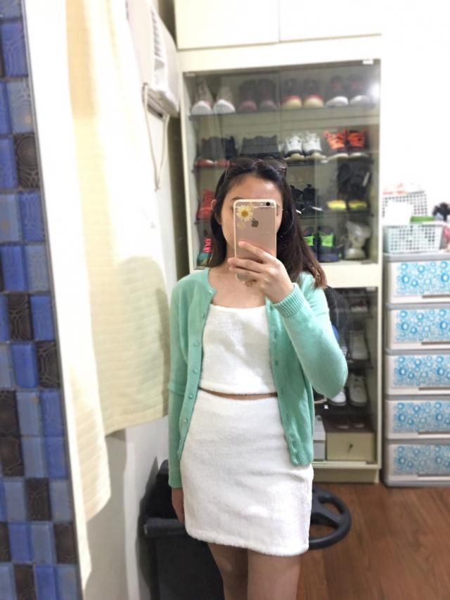 stitches are well done and the fabric is very soft af. it\\&;s also comfortable even though the waist has a thick gart…