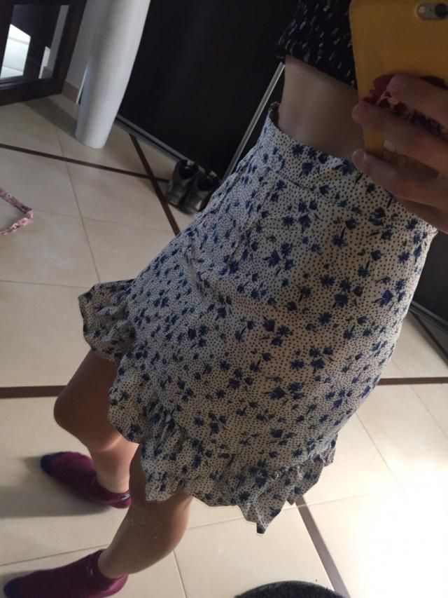 Looks exaclty like the pictures  Super cute but the top was to big for me. The skirt fits though